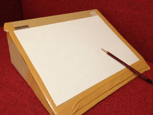 簡単!amazonの箱で角度のついたお絵かき台をつくる!
