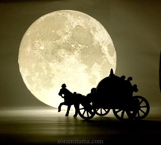 フィギュアや小物の撮影に最適!幻想的な月型のランプを購入しました【インスタ映えするインテリア】